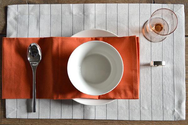 placemat-naturel-linnen-streep-servet-oranje-servetring-nickel-cottona-table-textiles